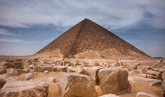 Archeologové vykopali přes čtyři tisíce let starou hrobku u pyramid v Egyptě