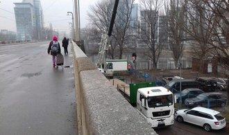 Na Libeňský most se postupně vrací hromadná doprava