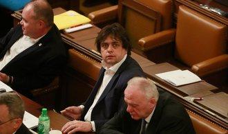 Komentář Michala Tomeše: Lety jako nacionální kalkul, SPD se veřejně odkopala