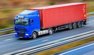 کامیون ها کار را پشت فرمان می گذارند.  کوید آنها را از ترافیک بین المللی بیزار می کند