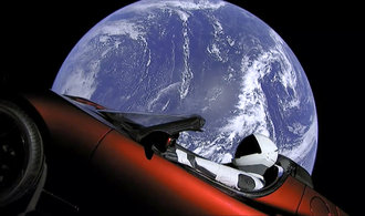 Vesmírná Tesla Roadster nese speciální náklad