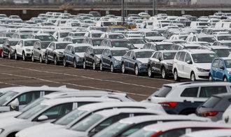 Bilance: Češi nakupují auta jako posedlí, za starý naftový kombík dají majlant