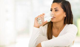 """Jak na pitný režim: Kolik sklenic vody představuje """"denní optimum""""?"""