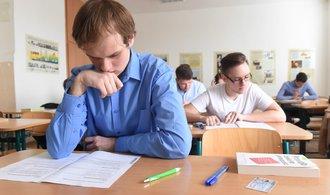 Poslanci zrušili povinnou maturitu z matematiky. Zkoušky letos proběhnou od 1. do 3. června