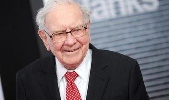 Buffett vsadil na Amazon skoro miliardu dolarů