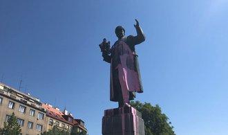Esej: Problém české minulosti aneb Kam se ztratil Radecký a jak naložit s Koněvem?