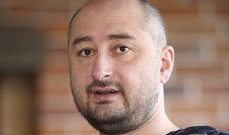 Ruský novinář Babčenko žije. Jeho vraždu měly zinscenovat ukrajinské tajné služby