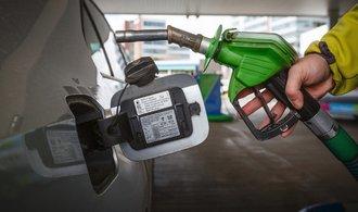 Tržby obchodníků nepřestávají růst, projevuje se i zdražující benzin a nafta