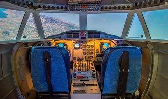 Skupina nadšenců si v Praze postavila simulátor z kokpitu českého letadla. Prohlédněte si jejich výtvor
