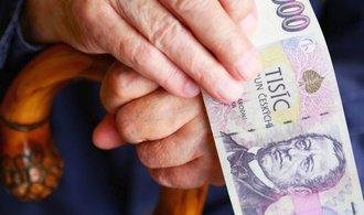 Senát chce změny ve vládní důchodové novele, vrací se poslancům