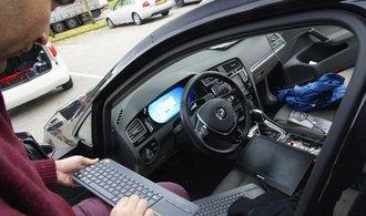 Nový typ autonomního řízení se dokáže naučit řídit vozidlo během několika minut