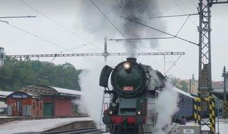 Masarykův vlak svezl Zemana s Kiskou. Nahlédněte do historické železniční soupravy