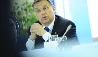 Placení vojáci EU budou do Maďarska vpouštět migranty, brání se krokům Bruselu Orbán