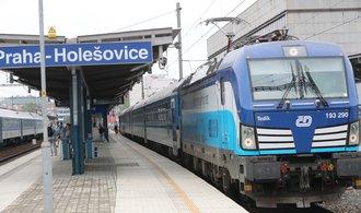 České dráhy zrušily píšťalky u průvodčích kvůli rouškám. RegioJet píská dál