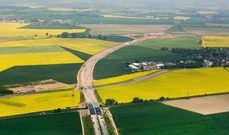Developeři si parcelují území u připravovaných dálnic. Chystají nové sklady a továrny