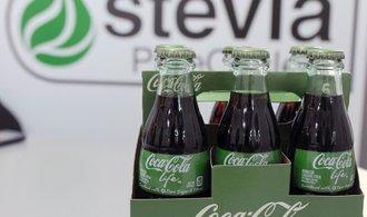 Coca-Cola téměř o polovinu zvýšila zisk, daří se jí odklon od cukru