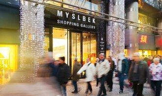 Češi na Black Friday slyší, obchodníci ale více sázejí na Mikuláše a Vánoce