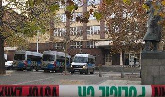 VŠE musela opět evakuovat hlavní budovu kvůli nahlášené bombě. Podá trestní oznámení