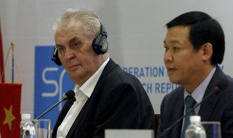 Zeman okatě nadržuje Číně a svými akcemi shazuje vlastní lidi, tvrdí sinolog Filip Jirouš