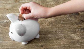 Domácnostem se daří: Mají vyšší příjmy a utrácí