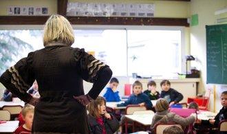 Průměrný plat učitelů se loni zvedl téměř o patnáct procent. Překročil čtyřicet tisíc měsíčně