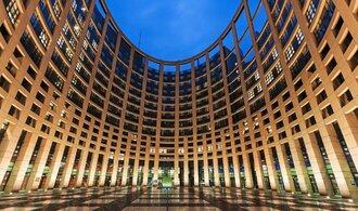 O místo v evropském parlamentu bojuje 844 kandidátů, méně než před pěti lety