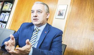 Práce musí být hlavně pro Čechy, říká šéf odborářů Středula