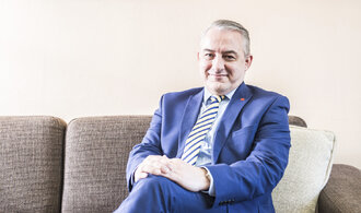 Komentář Jany Havligerové: Dlouhý boj proti dlouhé práci