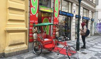 OBRAZEM: Bez plastu a blikání. Praha vytáhla do boje s kýčovitou reklamou návodem