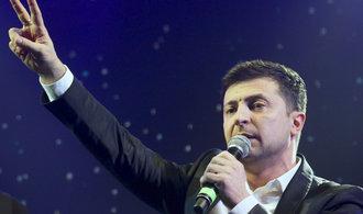 Herec Zelenskyj jasně vyhrál ukrajinské prezidentské volby, ukazují průzkumy