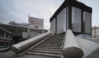 Nejošklivější architektura? Výstava odhaluje vznik unikátních staveb včetně Transgasu