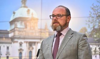 Ministr Plaga zvýšil nabídku učitelům. Polepšit by si měli plošně o 2700 korun