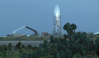 První skok na cestě k Marsu. Starhopper se vznesl do výšky dvaceti metrů
