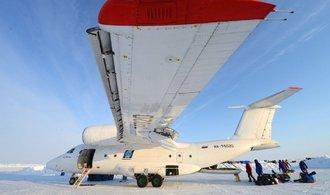 Turistická sezóna na severním pólu skončila dříve, než začala