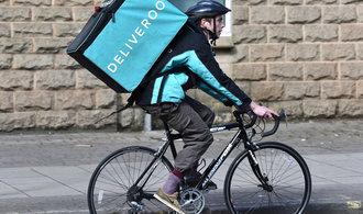 Amazon investuje miliardy korun do rozvozce jídla Deliveroo