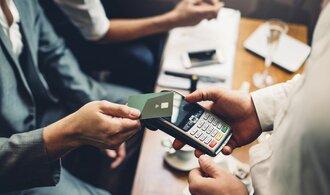 Cizinci v Česku zaplatí kartou desítky miliard ročně. Nejvíce vydají za ubytování