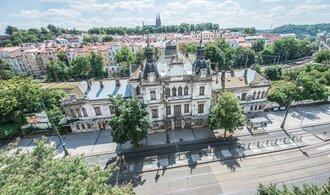 Praha jedná o koupi nádraží Vyšehrad, připouští i vyvlastnění. Chce tu vystavit Slovanskou epopej