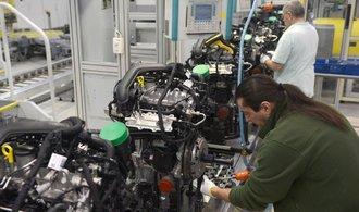 Levnější jüan může poškodit i český autoprůmysl, tvrdí ekonom Táborský