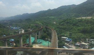 Vlakem v Číně: Připravte se na hlučné cestující i dechberoucí výhledy