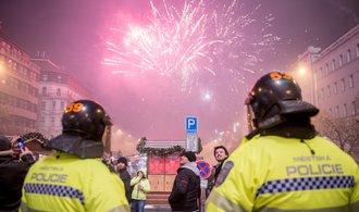 Policisté a hasiči získali nárok na příplatek, na peníze ale čekají marně