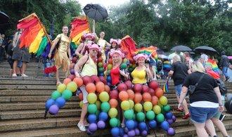 Prahou prošel duhový průvod Prague Pride Parade, zúčastnilo se ho asi 30 tisíc lidí