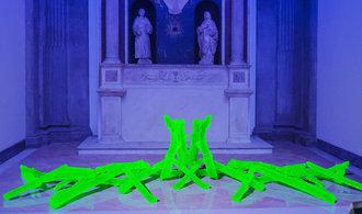 Rony Plesl se prosadil v Londýně. Ve Victoria and Albert Museu představuje obří skleněné stromy