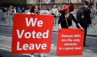 Brexit se zase odkládá. Státy Evropské unie schválily tříměsíční pružný odchod Velké Británie