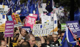 Boris Johnson neprosadil dohodu, dle zákona musí žádat o odklad brexitu