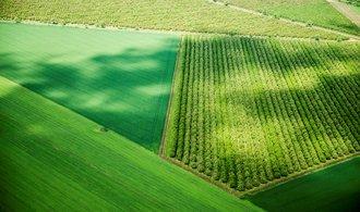 Ukrajina ruší dlouholetý zákaz obchodování s půdou