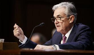 Fed překvapivě snížil úrokovou sazbu. Akciové indexy zamířily vzhůru, vzápětí ale zisky smazaly
