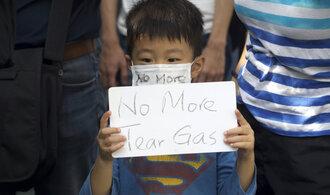 V Hongkongu panuje před nedělními volbami napjatý klid