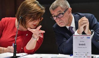 Vláda schválila pozastavení EET i liberační daňový balíček. Firmám promíjí zálohy a umožní jim umořit ztrátu