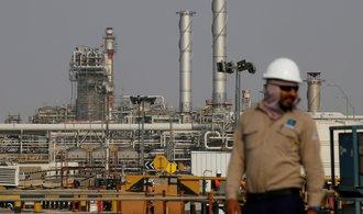 Kolaps cen ropy dolehl na světové akcie. Americká burza dokonce přerušila obchodování