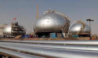 Poptávka po ropě poprvé za deset let klesne, varuje Mezinárodní agentura pro energii
